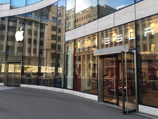 В Германии поклонники iPhone ночуют под магазином Apple Store