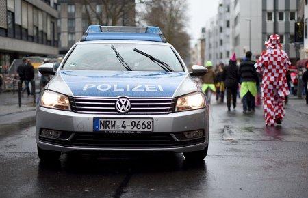 В Германии в городе Ферден неизвестный на автомобиле протаранил 9 апреля здание ратуши