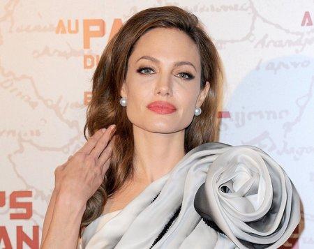 Анджелина Джоли выходит замуж за британского миллиардера