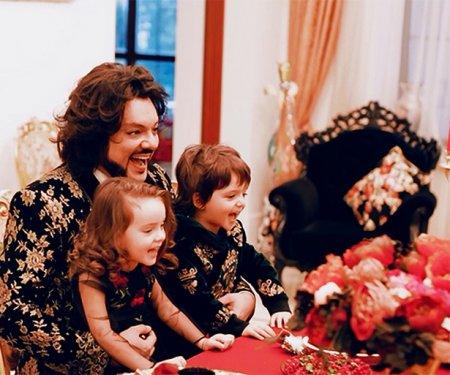 Филипп Киркоров рассказал о матери своих двоих маленьких детей — сына Мартина и дочери Аллы-Виктории