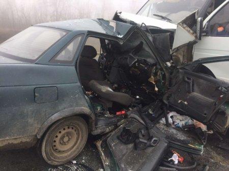 Под Саратовом на трассе Саратов-Волгоград у села Рыбушка 19 апреля столкнулись три машины, есть погибшие