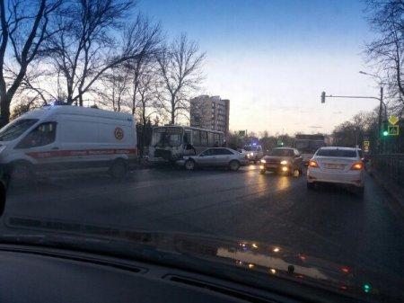 В Петербурге на проспекте Ленина в Красносельском районе 21 апреля произошло ДТП с маршруткой, 9 человек пострадали