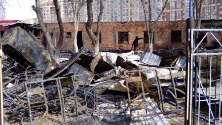 В Уфе в ночь на 26 апреля сгорело летнее кафе на улице Черниковской. ФОТО, ВИДЕО