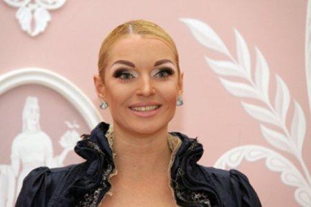 Пользователи Инстаграм обвинили Анастасию Волочкову в алкоголизме