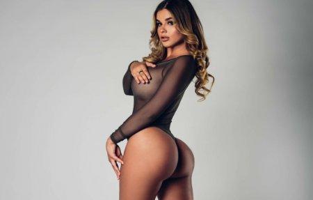 «Русскую Кардашьян» Анастасию Квитко сравнили с буренкой за фото в коротком платье без белья
