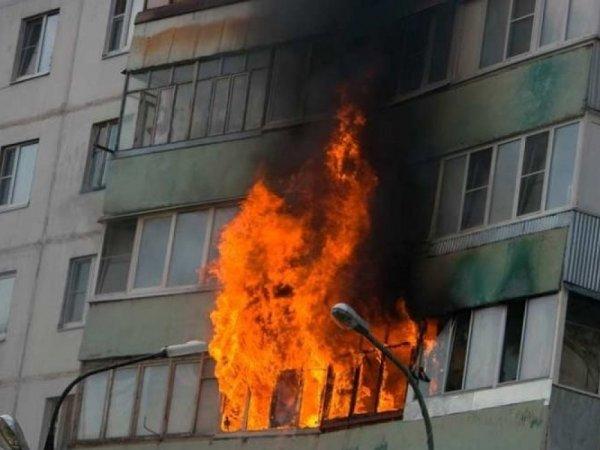 В Волгограде из пылающей десятиэтажки эвакуировали 15 человек