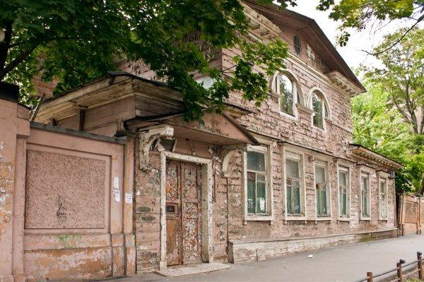 В Санкт-Петербурге изрезали и чуть не сожгли женщину-дворника