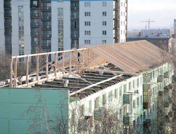 В Волхове школьник получил травму головы после падения неизвестного предмета с крыши