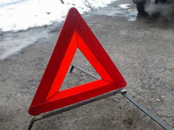 В Москве фура протаранила автобусную остановку