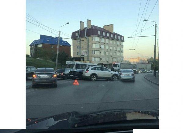 В Ростове из-за водителя Mustang произошло тройное ДТП