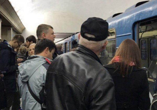 Неисправный состав создал в метро Петербурга коллапс
