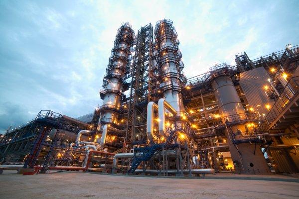 Московский НПЗ временно прекратил прием нефти из-за нештатной ситуации