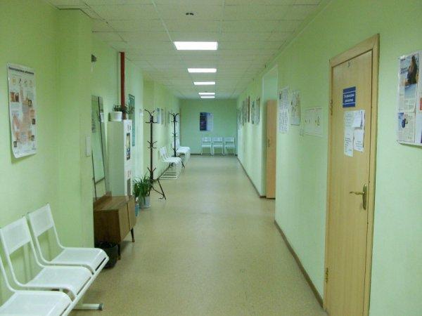 В больницу Петербурга доставили 9-классника с огнестрельным ранением