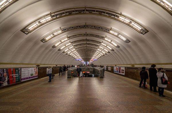 Станция «Невский проспект» заработала после закрытия в Санкт-Петербурге