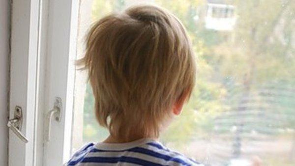 В Москве мужчина поймал ребенка, выпавшего с 5 этажа