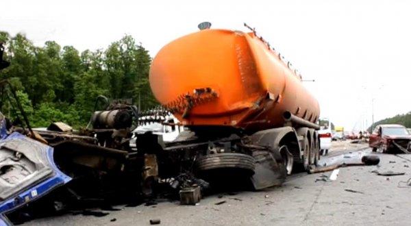 На место крупного ДТП на Киевском шоссе вылетел вертолет