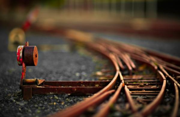 В Омской области 19-летняя девушка погибла под колесами поезда