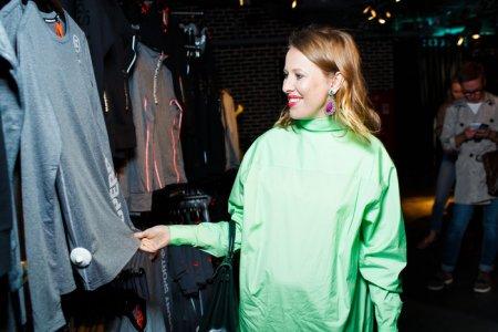 Ксения Собчак в мешковатом наряде подогрела слухи о беременности