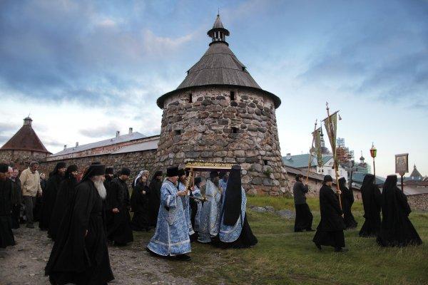 Полиция Ленобласти разыскивает монаха, ушедшего в монастырь в 2000 году