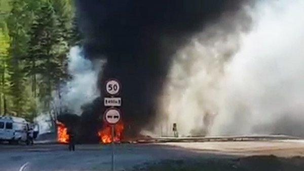 В Иркутской области бензовоз попал в кювет, есть погившие