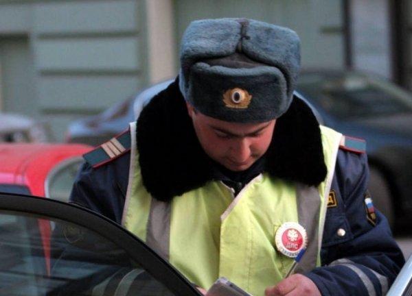 Автоледи из Екатеринбурга обвинила инспекторов ГИБДД в ожогах глаз и гортани