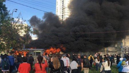 В Москве 26 мая возле станции метро «Юго-Западная» загорелся пассажирский автобус
