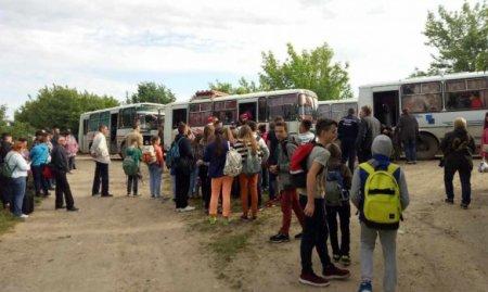В Украине пассажирский поезд Киев - Каменец-Подольский столкнулся с локомотивом, пострадали дети