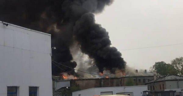 В Петербурге произошел пожар повышенной сложности