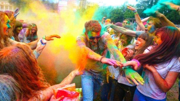Фестиваль красок в Челябинске завершился дракой подростков с полицейскими