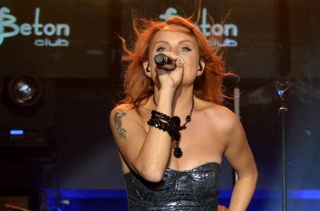 СМИ: Певицу Максим срочно госпитализировали из-за болей в животе