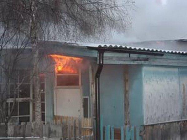 В Югре при пожаре в одноэтажном доме погибли три члена семьи