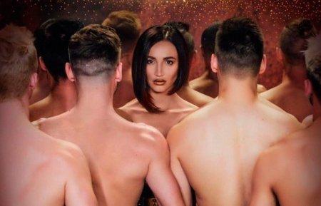Ольга Бузова снялась обнаженной в толпе полуголых мужчин в новом клипе «Мало половин»