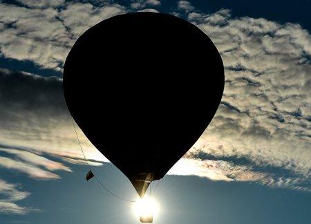 В Канаде упал воздушный шар с влюбленной парой сразу после предложения руки и сердца. ВИДЕО