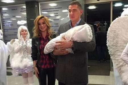 Ксения Бородина в Инстаграм опубликовала семейное видео дочки Теи с супругом Курбаном Омаровым