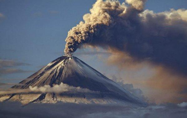 Вулканы Шивелуч и Ключевской выбросили столбы пепла