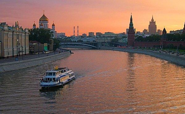Столичные сотрудники МЧС спасли мужчину из Москвы-реки