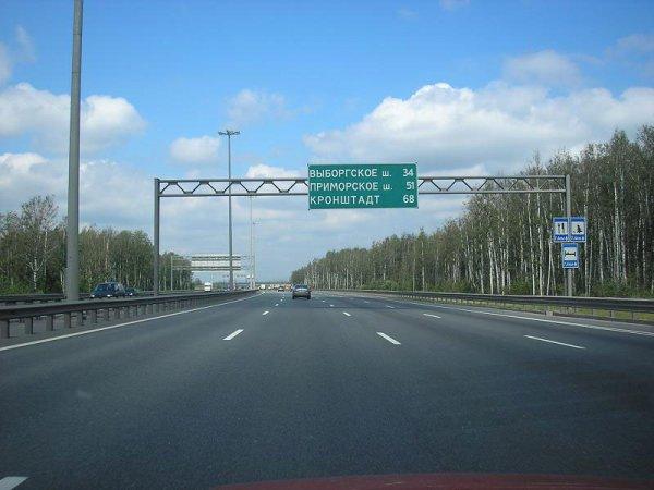В Санкт-Петербурге на Токсовском шоссе образовалась пробка