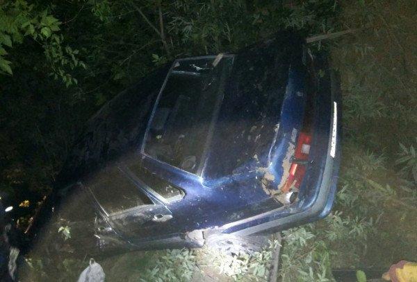 Водитель из Новосибирска погиб при падении его автомобиля в овраг