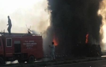 В результате возгорания бензовоза в провинции Пенджаб в Пакистане погибли 140 человек. ФОТО, ВИДЕО