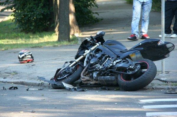 В Тверской области произошла авария с пьяным мотоциклистом