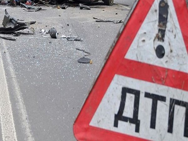 В Иркутске в результате ДТП отбойник насквозь пробил иномарку