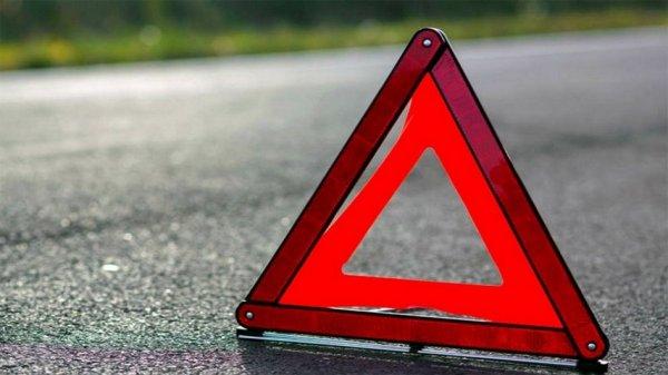 В ТиНАО легквой автомобиль врезался в припаркованную фуру
