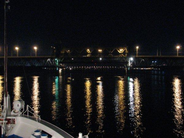 Житель Петербурга влетел на катере в прогулочное судно