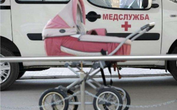 В центре Москвы Hundai сбила детскую коляску на пешеходном переходе