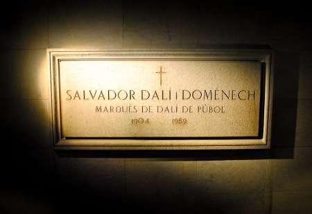 В Испании эксгумируют останки Сальвадора Дали для установления отцовства
