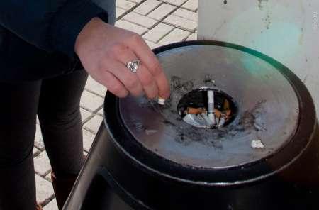 Возле подъездов многоквартирных домов запретят курить