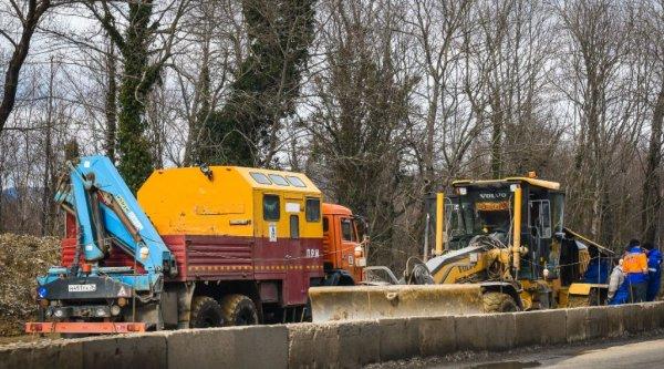 В Ростове при работе коммунальщиков произошел взрыв