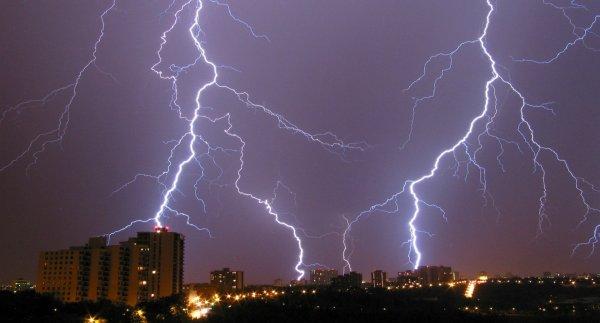 Молния в Москве убила гражданина Узбекистана