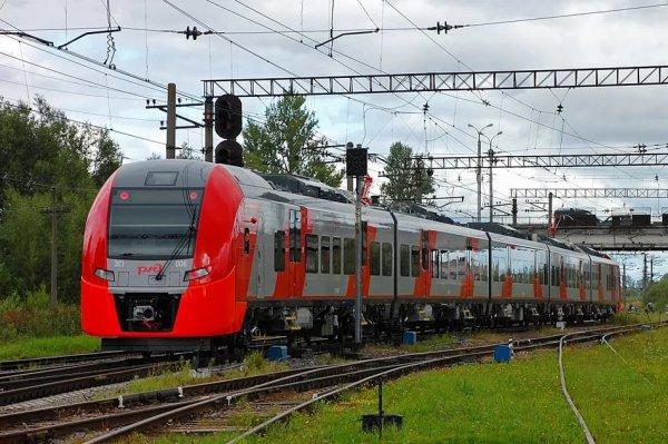 В Петербурге мужчина умер под колесами электрички