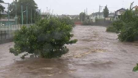 На Японию обрушился тайфун «Нанмадол», отменены десятки авиарейсов. ФОТО